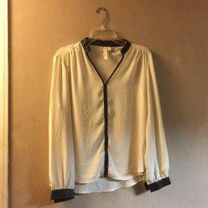 Adiva  medium cream blouse w/ faux leather collar